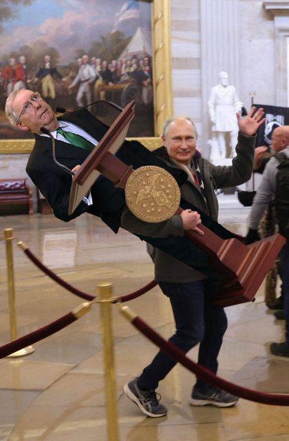 アメリカ議会に侵入したQアノン、コラ素材化されてネタ画像が量産される