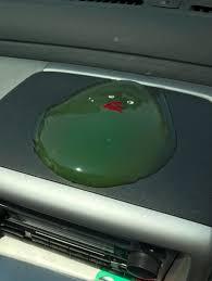 【悲報】女子特有の「車のダッシュボードにぬいぐるみ置いたろw」の精神wwww