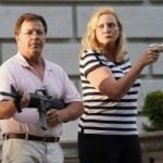 【動画】自宅前を通ったデモ隊に銃を向けたセレブ夫婦、映画のワンシーンみたいだと話題にw