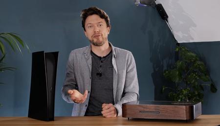 【画像】PS5のダサさにキレた外人、『自作筐体』を作ってしまうw
