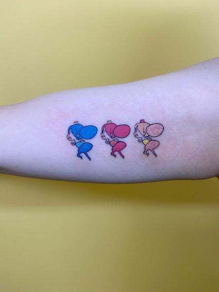 【画像】ゲーマー女さん、「音ゲー」のタトゥーを入れてしまうw