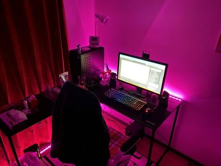 【画像】俺の「オタク部屋」、ついに完成するw