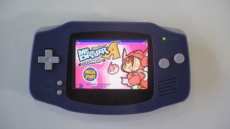 【悲報】昔の携帯ゲーム機の画面、あまりにも真っ暗だったw